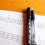ベース/ギターの指板表と五線紙のPDFファイル。無料ダウンロード!